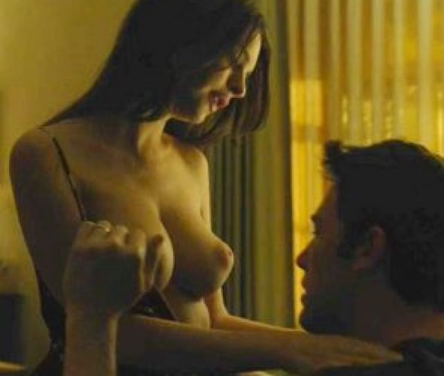Emily Ratajkowski Nude Making Out Scene From Gone Girl Movie