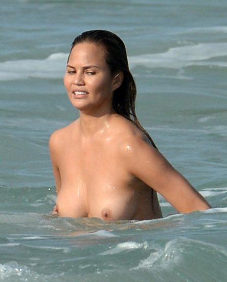 Chrissy Teigen nude tits