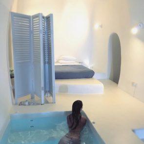Emily Ratajkowski Naked Ass In Santorini, Greece