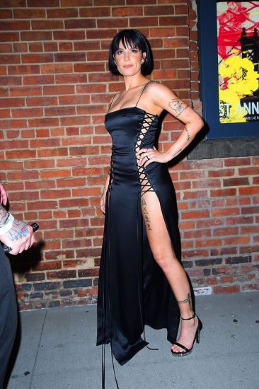 Halsey hot legs