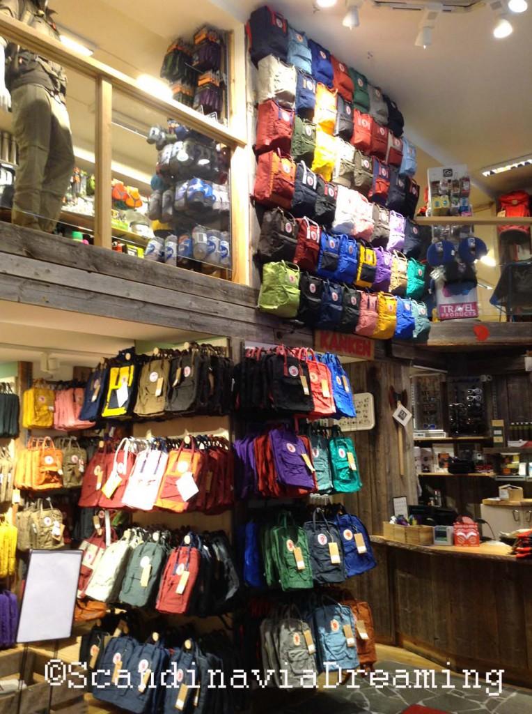 Le temple du randonneur et ses sacs à dos de toutes les couleurs.