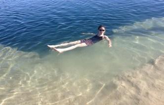 Bain dans de l'eau ultra salée
