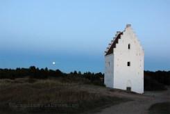 Eglise ensablée de Skagen au clair de lune