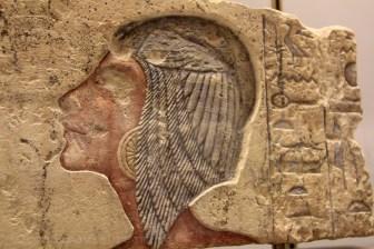 Reine égyptienne, exemple de sculpture colorisée