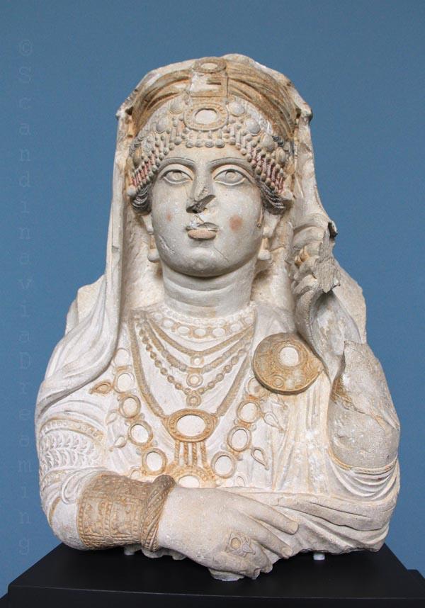 Reine de Palmyre, traces de couleurs