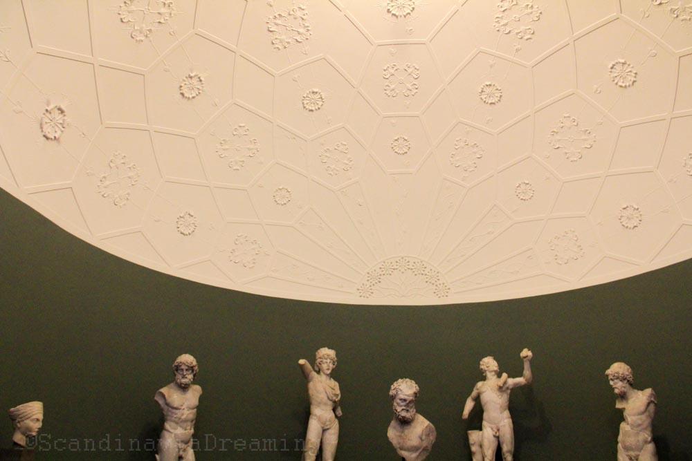 Salle de la section antique de la Glyptotek de Copenhague