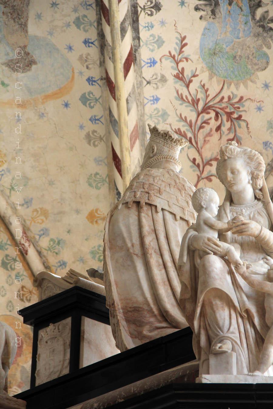 Priant d'un tombeau royal de la cathédrale de Roskilde