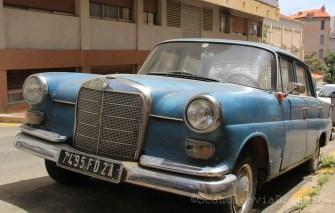 Vieille Mercedes dans le quartier des étrangers Ajaccio