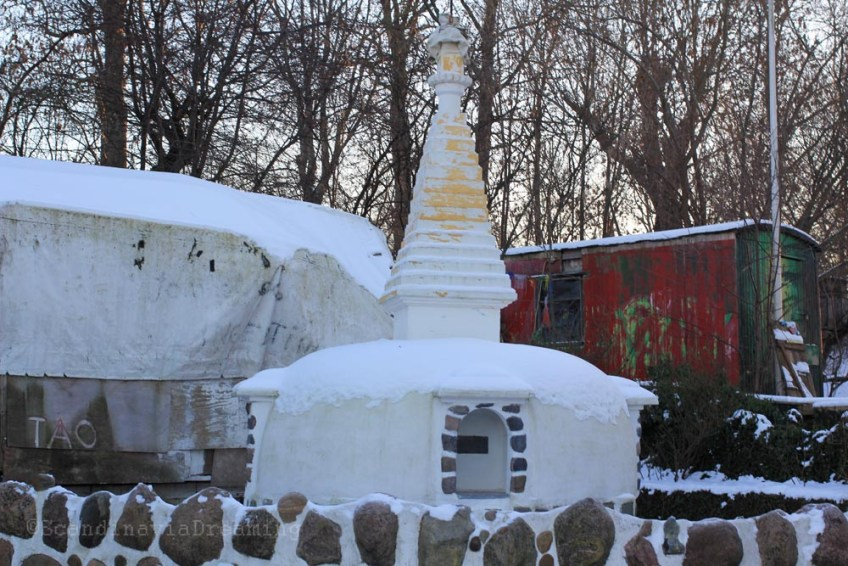 Stupa dans la neige