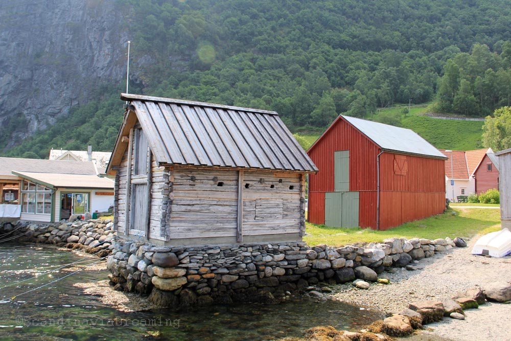 Cabane au bord du fjord