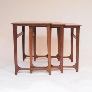 Table gigogne Gplan vintage scandinave, pieds «T» inversés