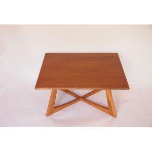 Table basse vintage scandinave, piétement croisé, années 60