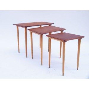 Tables gigognes vintage années 50 60 pieds fins