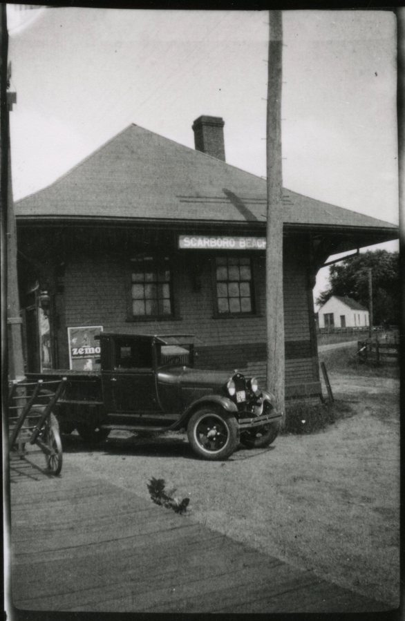 Photo of Scarborough Beach Station with a pickup in front