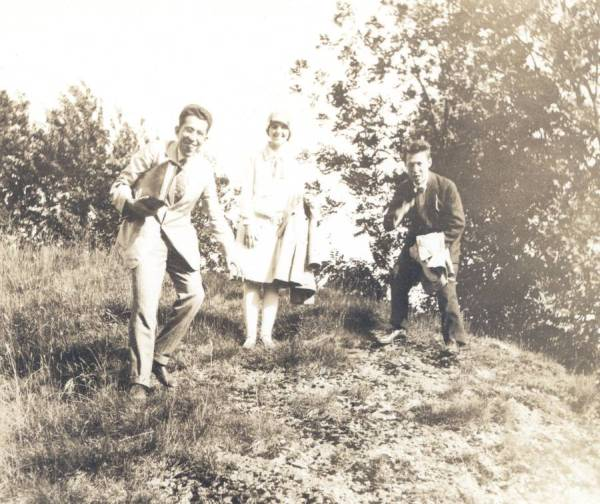 Walter Heitler, Fritz London, and Ava Helen Pauling in Europe. 1926.