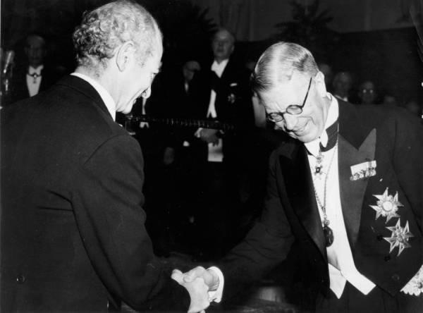 Linus Pauling and King Gustav VI, Nobel Prize ceremonies, Stockholm, Sweden. 1954.