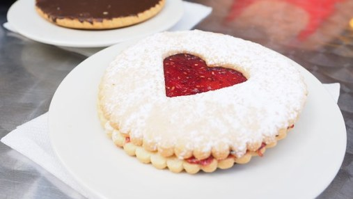 heart cookie pastries-1521502__340