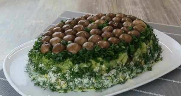 """Салат """"Грибная поляна"""" - 8 классических рецептов слоеного ..."""