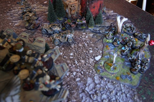 Fredrik chooses to deploy two of his specialist squads in the forest to counter the Crisis team on the landing pad. A command squad and the Veteran droptrooper squad with melta- and shotguns make ground contact just in range to return fire!