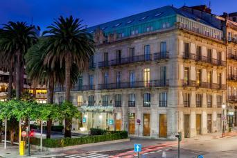 SCB Spain Convention Bureau. Vigo. FACHADA DESDE EXPLANADA NOCHE