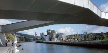 11.Guggenheim_Exterior_Pan_2008