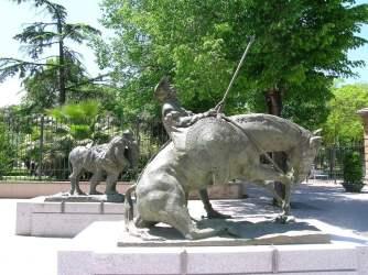 7. Don Quijote y Sancho Panza. Entrada museo del Quijote