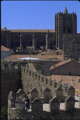 SCB Spain Convention Bureau. Ávila. Cubos y lienzos-Jardin S Vicente