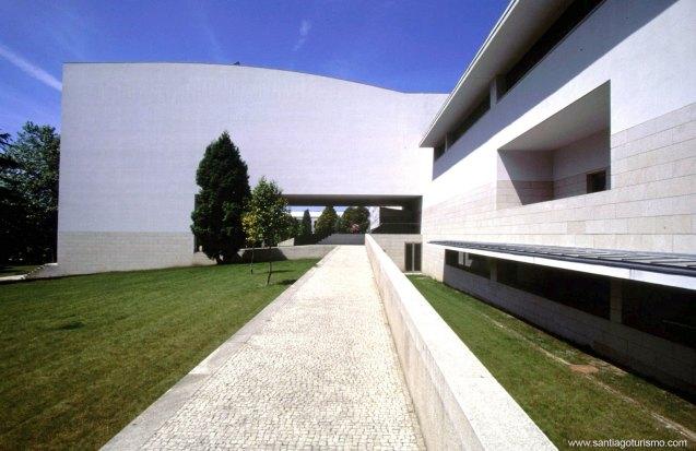 Facultad-de-Ciencias-de-la-Comunicacion,-edificio-de-Alvaro-Siza