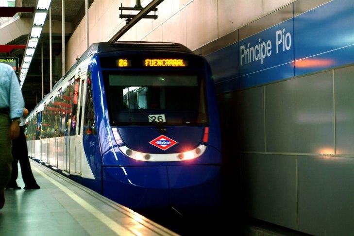 trasportes ciudadanos, metro, espera, movimiento. trenos, principe pio, estacion de metro, coche de metro