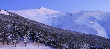 SIERRA NEVADA. Pico Veleta y estación de esquí.