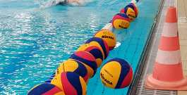 neue Spielbälle für die Chemnitzer Wasserballer