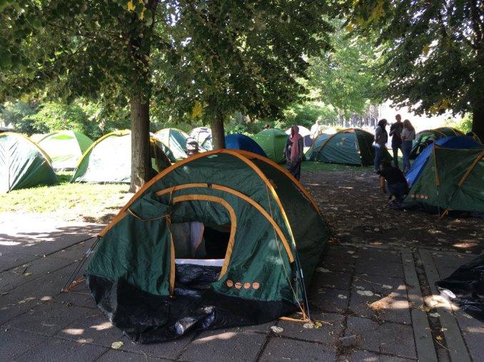 Selon l'association Utopia 56, plus de 2 000 personnes vivent à la rue dans le nord de Paris. Crédit : InfoMigrants