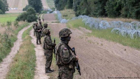 Des milliers de militaires sont déployés à la frontière entre la Pologne et la Biélorussie. Crédit : Picture alliance