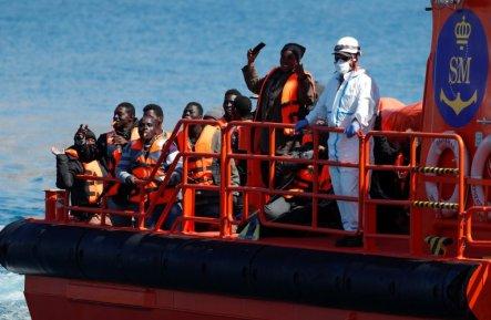 Un sauvetage au large des Canaries. Crédit : Reuters