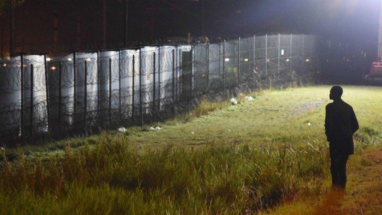 Un migrant à Calais, dans le nord de la France. Crédit : Mehdi Chebil