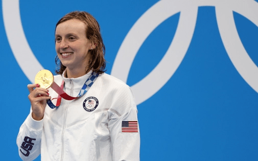 美國遊泳巨星萊德基獲1500米自由泳冠軍並獲奧運會該項目首枚金牌