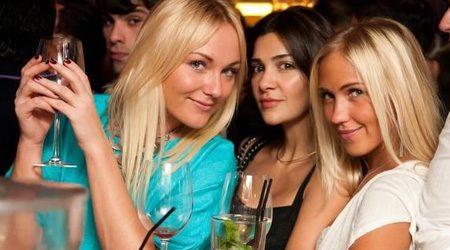 turiste-russe-in-discoteca
