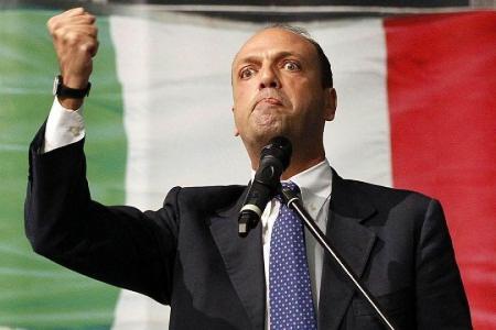 LA SICILIA E' UNO STATO INDIPENDENTE!! Se no non si spiegherebbero tutti i Voli di Stato del ministro degli Esteri nell'Isola…