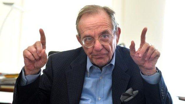 Due deputati mettono in linea il ministro Padoan dopo il suo intervento sulla Grecia…