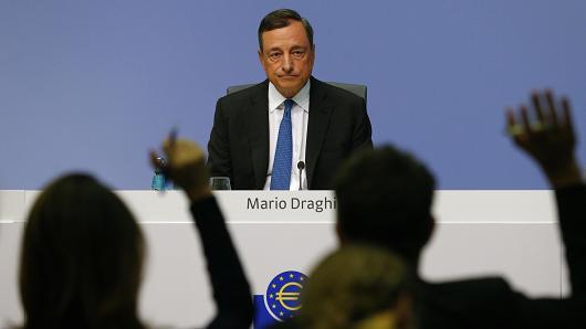 Draghi: la crescita rallenta, il QE prosegue.