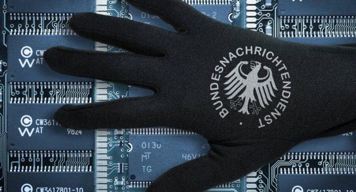 I servizi segreti franco-tedeschi in difesa dell'EUro? Nuovi (puntuali) scandali su Fillon sul Canard Enchainè e sulla finanza londinese