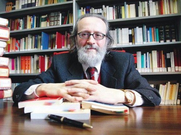Perché la svolta della cravatta di Beppe Grillo non è credibile di Paolo Becchi
