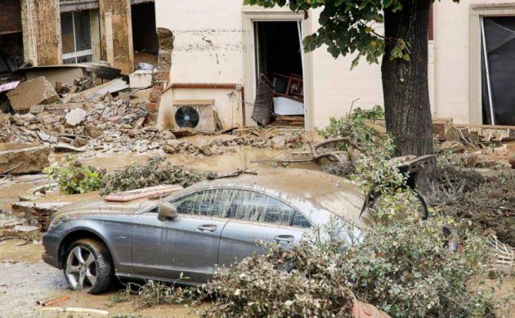 """Claudio Borghi: """"Non si può morire di pioggia. Una volta al Governo ci saranno i soldi per il territorio"""""""