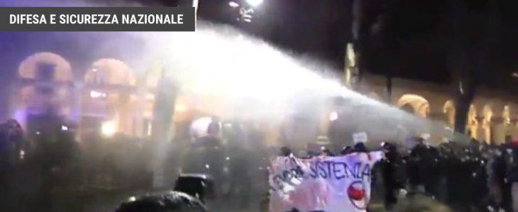 """Torino: ennesima cronaca della violenza antifascista. """"QUANDO QUALCUNO PICCHIA UN FASCISTA IL CASTELLO DI CARTE CROLLA"""""""