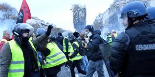 Come i Gilet Jaunes , i Gilet Gialli, stanno trattando gli uffici delle imposte in Francia.