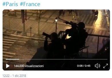 Il video dei cecchini posizionati da Macron sui tetti durante la protesta dei gilet gialli: stessa trama delle proteste di Maidan? Sarà guerra civile?