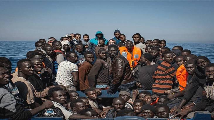 Il problema dell'immigrazione: il bene va fatto bene. Senza un cambio del paradigma economico, non ci sarà soluzione