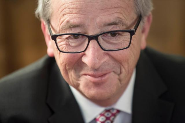 La grande fuga degli europeisti: Jucker accusa il FMI, e viceversa, Costancio (ex BCE) accusa i criteri di Maastricht. Chi paga i danni che hanno causato agli europei?
