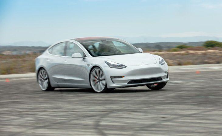 La tesla Model 3 pare che sia il più grande aspirapolvere su strada