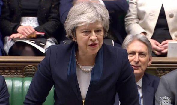 Si vota nel Regno Unito: Per la May la fine è vicina